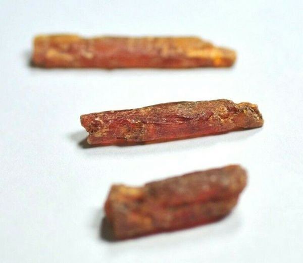 3 LOVELY SMALL GEMMY ORANGE KYANITE CRYSTALS - 2.3 to 3.0 cms 3.28 gms  #x